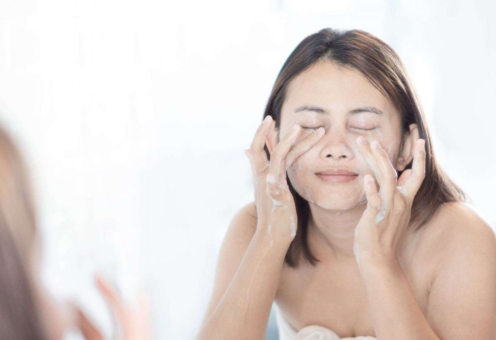 Face Wash Vs. Facial Foam – What Should You Use?